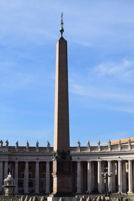Vatikáni obeliszk